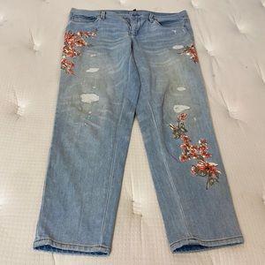 ✅Women White House Black Market Floral Jeans 10